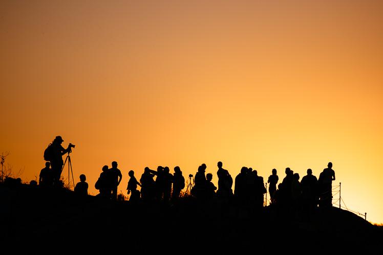 Turyści na sunset point w Göreme (fot. Kuba Głębicki)