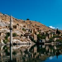 Halfeti. Zatopione miasto, czarne róże i kąpiel w Eufracie