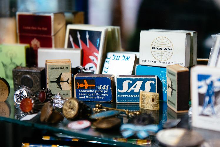 Teherański sklep ze starociami. W sprzedaży pudełka zapałek (fot. Kuba Głębicki)