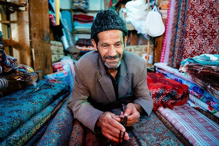 Sprzedawca jedwabiu, fot Kuba Głębicki