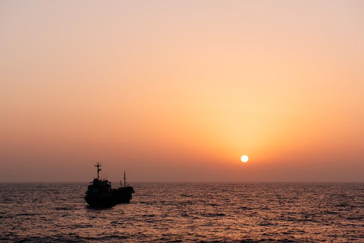 Wschód słońca nad Zatoką Perską (fot. Kuba Głębicki)