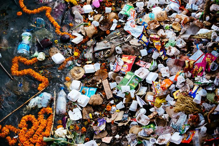 Indie tonące w śmieciach. Mogliby czasem ogarnąć (fot. Kuba Głębicki)