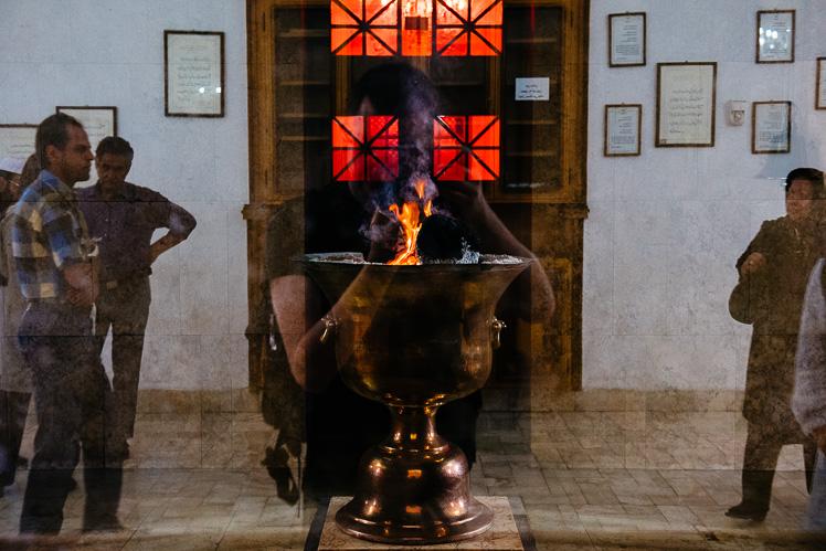 Ogień, który płonie nieprzerwanie od 1500 lat (fot. Kuba Głębicki)