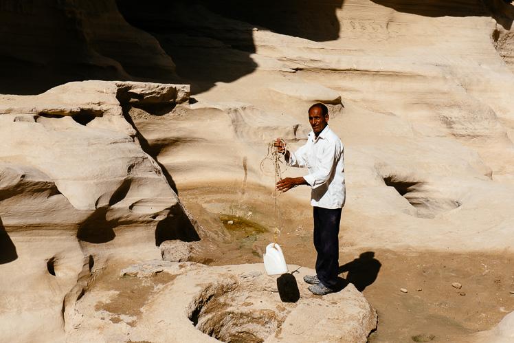 Woda ze źródła. Można pić (fot. Kuba Głębicki)
