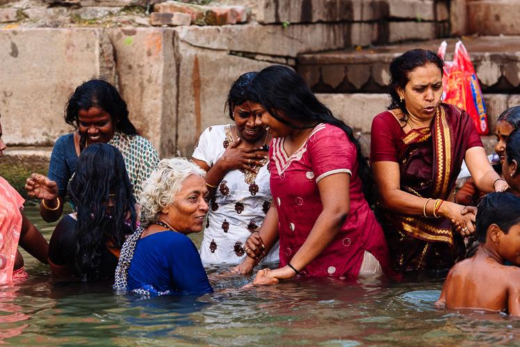 Kąpiel w Gangesie, fot. Kuba Głębicki