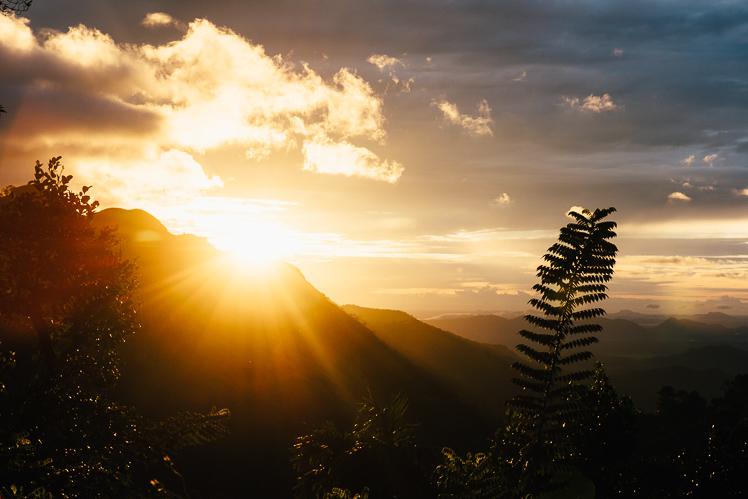 Widok z okna o wschodzie słońca, fot. Kuba Głębicki